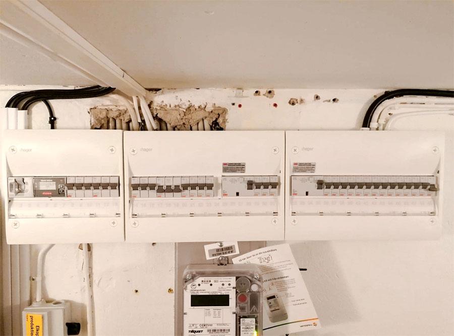 Ny el-central med snabbsäkringar och jordfelsbrytare installerad